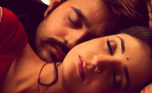 The Hot & Sizzling Chemistry Between Paro And Rudra in Rangrasiya