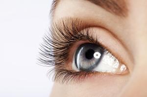 14421784-makeup-make-up-applying-mascara-long-eyelashes