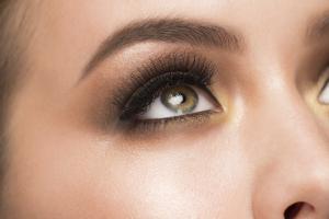 Shape your eyebrows elegantly