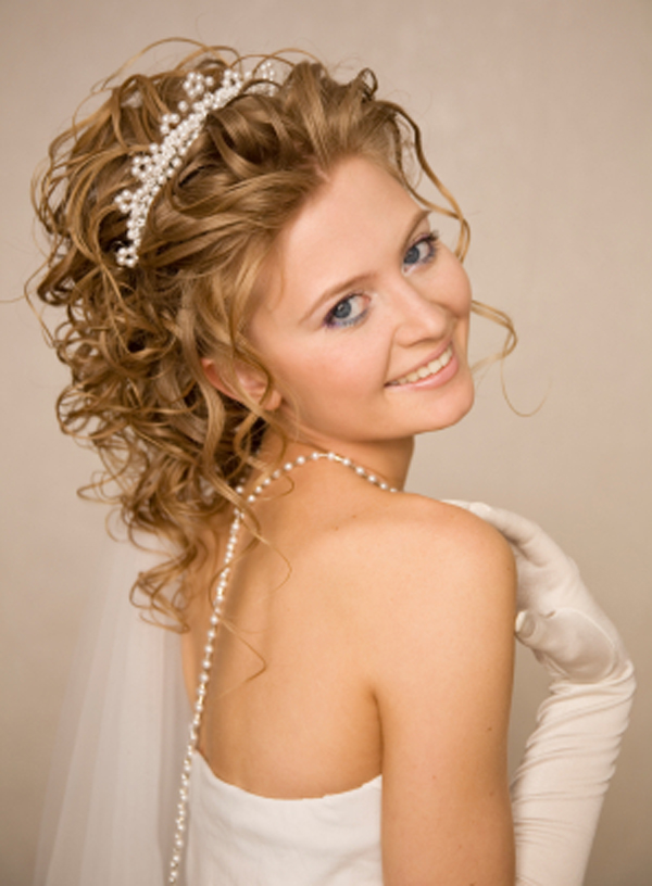 Taylor Swift Curly Updo Hairstyles 10